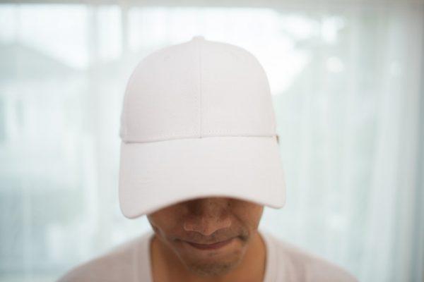תמונה של הדפסה על כובעים.